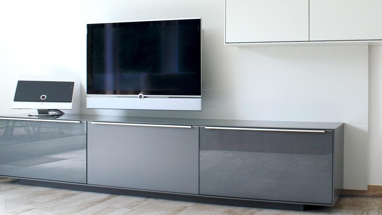 Fernseh sideboard free huelsta tv sideboard lilac tv - Kommode fernseher versenkbar ...